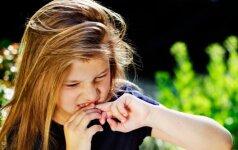 Psichologė - apie įkyrius įpročius: nosies krapštymą, piršto čiulpimą ir kitus