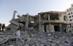 """Jemene per sprogimus buvusiame """"al-Qaeda"""" bastione žuvo mažiausiai 14 žmonių"""