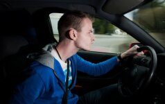 Jaunas vairuotojas, pyktis keliuose, piktas vairuotojas