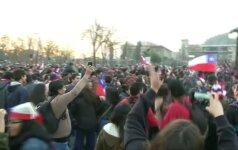 Šventė Čilės gatvėse ir mačo herojaus C. Bravo kuklus interviu