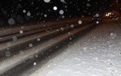 Šiurpi avarija Prienų rajone: vairuotojas žuvo, keleivė ligoninėje