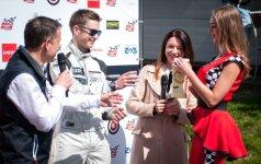 """""""ENEOS 1006 km lenktynių"""" nugalėtojai ir prizininkai laistysis pienu"""