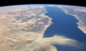 NASA palydovo užfiksuota smėlio audra Egipte. Dešinėje - Saudo Arabija. Palydovai arabų šalims reikalingi tiek dėl karinių priežasčių, tiek dėl klimato ir orų stebėjimo