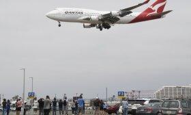 """Laikai tokie sunkūs, kad avialinijos """"Qantas"""" ėmėsi sausainių ir arbatos prekybos"""