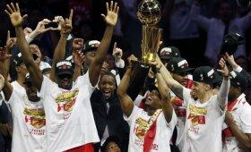 """Naujieji NBA karaliai: šeštąjį finalo mačą laimėjusi """"Raptors"""" pirmąkart tapo čempione"""