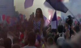 Prancūzijos rinktinės sirgalių džiaugsmo akimirkos tapus pasaulio čempionais