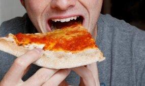 Tyrimas: studentai už gabalą picos atskleistų draugo asmeninius duomenis