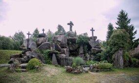 Už laisvę kovojo akmenimis ir kryžiais: sodyba, kurioje komunistai žemai nusilenkdavo