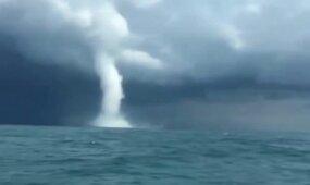 Rusų žvejai jūroje užfiksavo retą gamtos fenomeną