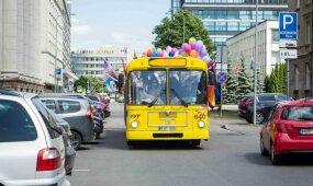 """Vilniuje riedėjo """"Vaivorykštės autobusas"""""""