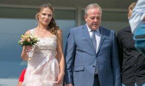 Buvęs sostinės vicemeras Romas Adomavičius vedė 30 metų jaunesnę mylimąją
