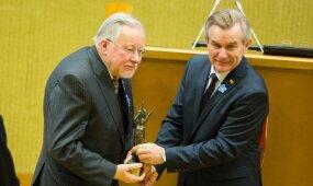Koalicijai braškant per siūles – neskelbtas Seimo vadovo ir V. Landsbergio susitikimas