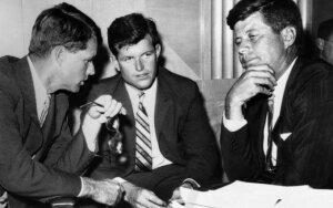 Kennedy šeimos laimę temdęs ir galybę gyvybių nusinešęs prakeiksmas – ne prasimanymai