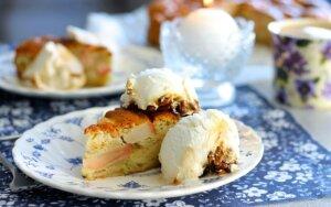 Nepamirštamo skonio grietininis obuolių pyragas