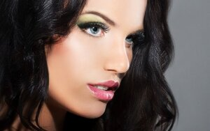 Dalyvaukite apklausoje ir laimėkite kosmetikos priemonių rinkinį bei makiažą. Laimėtojos