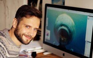 Dailininkas R. Valeikis naują knygą vaikams pristatys nerdamas į akvariumą