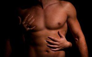 Erotinis gidas po vyro kūną