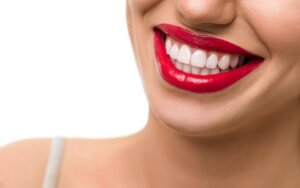 5 kasdieniai dalykai, kurių turite atsisakyti, jei norite gražių ir sveikų dantų