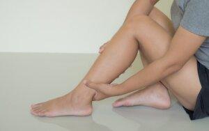 Apie ką jus įspėja tinstančios kojos?