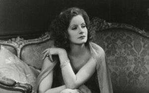 Greta Garbo: biseksuali milijonų garbinta aktorė sąmoningai atsisakė šeimos ir mirė turtinga, bet vieniša. Palaidota praėjus tik 7 m. po mirties