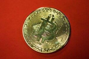 bitkoinas delfi verslo banko dvejetainiai pasirinkimo sandoriai