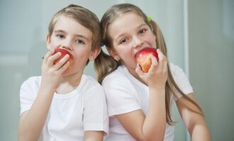5 taisyklės, norintiems išmokyti šeimą taisyklingai maitintis