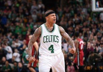"""NBA naktis: """"Celtics"""" pavijo čempionus, """"Warriors"""" po sunkios kovos išlaikė pozicijas Vakaruose"""