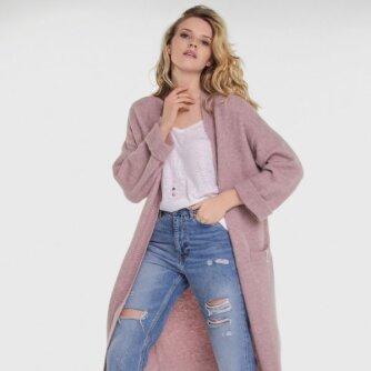Naujausioje kolekcijoje – megztiniai, kardiganai ir džemperiai
