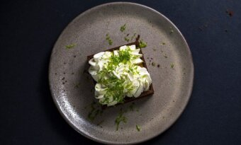 Karamelinės maskarponės kremu įdarytos šokoladinės tartaletės