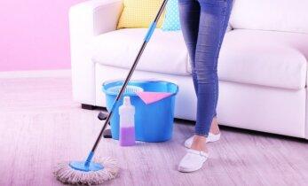 Grindų valymas - kas naudingiausia konkrečiam paviršiui