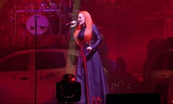 Dž. Butkutės koncertas Vilniuje: techniniai trikdžiai, ašaros ir žiūrovų ovacijos