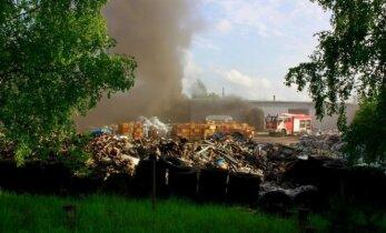 Atliekų tvarkymo verslas: 12 patikrinimų, 11 pažeidimų, bet dirba kaip dirbę