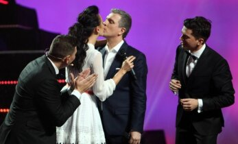 Katažina ir Deivydas Zvonkai viešai pakartojo intymų vestuvinį bučinį