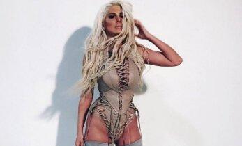 Balkanų Kim Kardashian: 38 metų moters rengimosi stilius atima kalbos dovaną