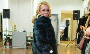 Žinomos moterys pasidabino prabangiais kailiniais ir prašmatniais paltais