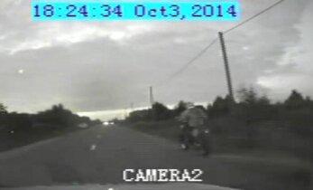 Policija nufilmavo: bėglys auto-moto krosą surengė tiesiog gatvėje