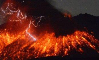 Japonijoje – įspūdingas ugnikalnio išsiveržimas