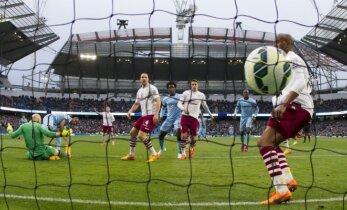 """""""Manchester City"""" išsigelbėjo rungtynių pabaigoje, """"Liverpool"""" taškus prarado"""