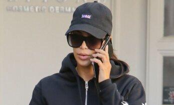 Tokios nesąmonės dar neregėjote: kas nutiko Kim Kardashian kojoms?