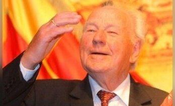 Mirė žymus chorvedys R. Varnas