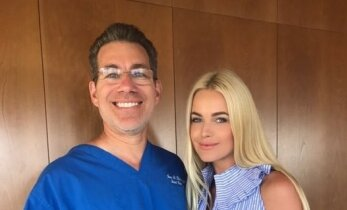 Los Andžele viešinti N. Šiaudikytė rado laiko ir apsilankymui pas garsenybių plastikos chirurgą