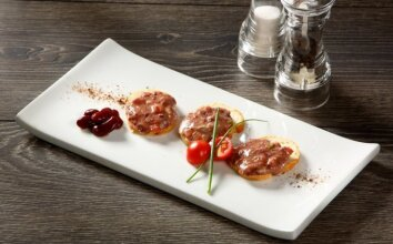 Pupelių paštetas su kapotu pomidoru
