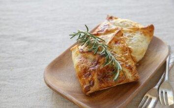 Bandelės su sūriu ir daržovėmis