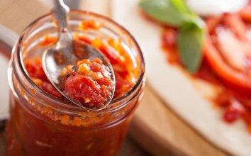 Naminis pomidorų padažas su paprikomis