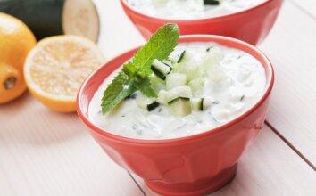Šalta agurkų sriuba su mėtomis