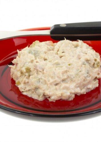 Pikantiškos vištienos ir kiaušinių salotos