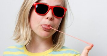 Perspėja kramtomos gumos mėgėjus: neįsivaizduojate, kas vyksta jūsų skrandyje