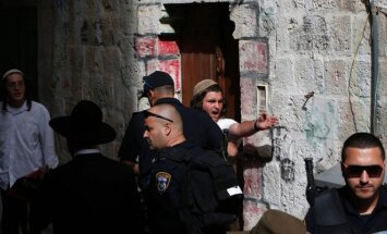 Izraelyje tūkstančiai maldininkų susirinko prie Raudų sienos