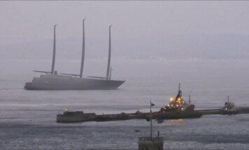 Rusų milijardieriaus superjachta atplaukė į Gibraltarą paskutiniams bandymams