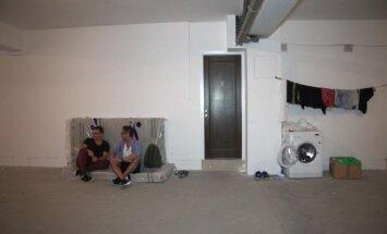 Lietuvis atskleidė kitą emigracijos pusę: 4 darbuotojai apgyvendinti 6 kv. m. dydžio garažuose